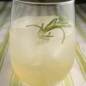 rosemary lemonade_flickr_eslmpralm_post