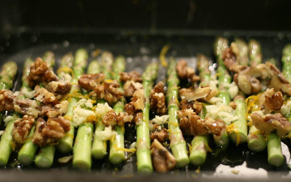 asparagus_walnuts_missy_Flickr