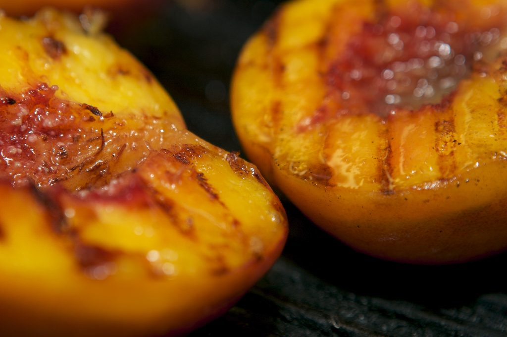 grilled peaches_Garrison Gunter_Flickr